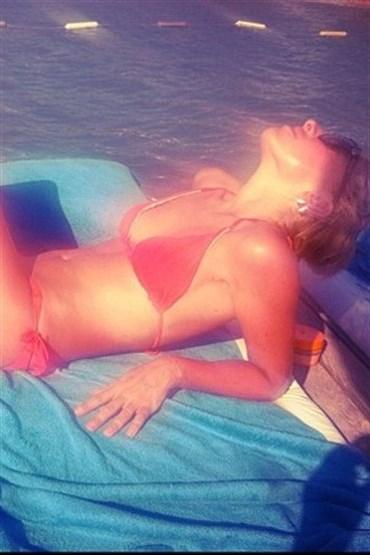 güneş, deniz ve Hadise