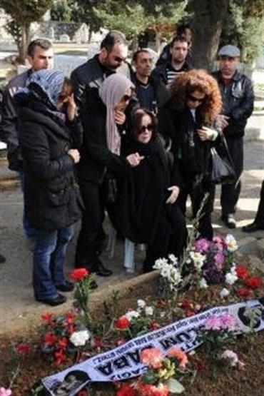 Mezar başında nöbet tutturan iddia