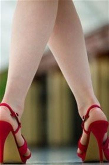 Topuklu ayakkabılarla küçük ve dikkatli adımlar
