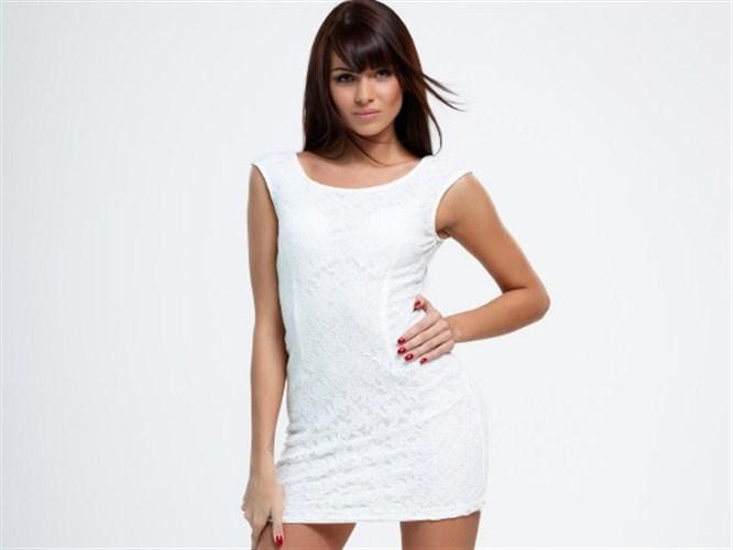 Küçük beyaz elbiseler yeni tutkumuz!