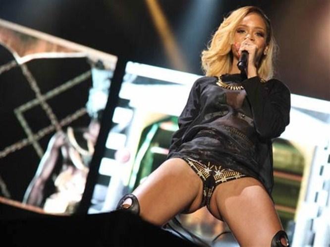 Rihanna'dan Hayranına Seksi Dans Sürprizi