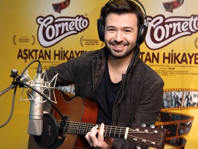 Ünlü şarkıcı Yalın aşka geldi!