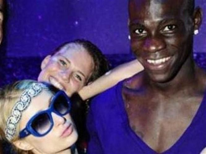 Balotelli, Paris Hilton ile yakalandı!