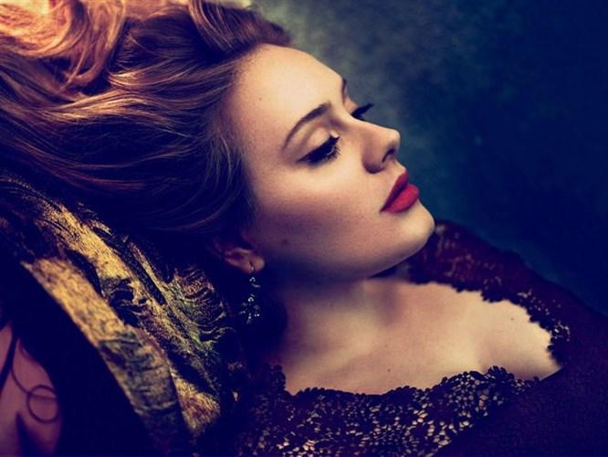 Adele iki ay içinde anne olacak