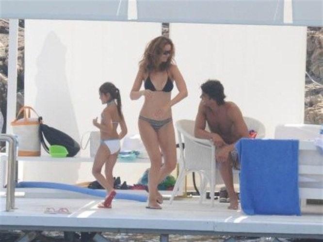Demet Şener bikiniyle yakalandı!