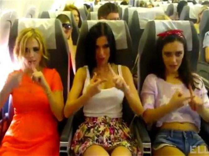 Bu seferde uçakta seksi klip çektiler!
