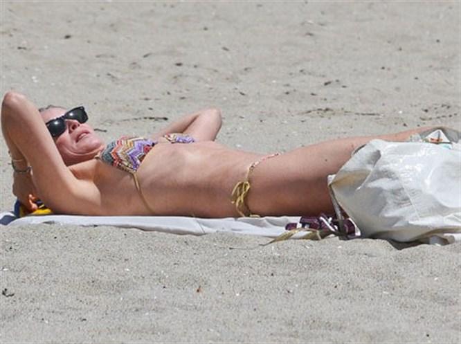 54'lük Sharon Stone plajı salladı