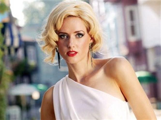 Carolin, Marilyn Monroe imajıyla!