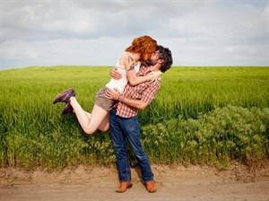 Her Yerde Aynı Aşk Pozunu Veren Romantik Çift