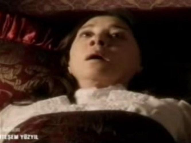 Valide Sultan kahrından öldü (Video)