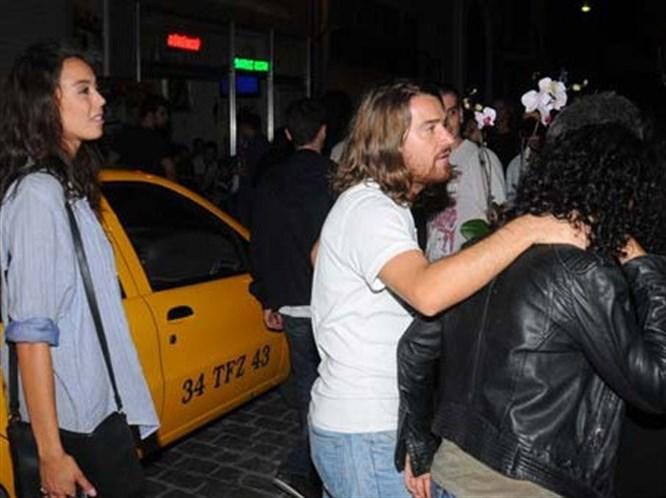 Azra'dan taksiciye: Fazla param yok bizi bırakır mısınız?