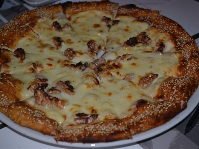 Lor peynirli mantarlı pizza