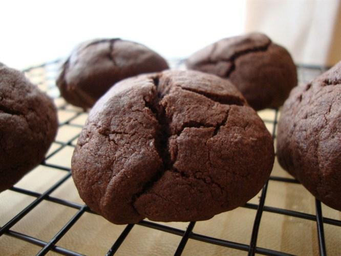 Kakaolu çatlak kurabiye