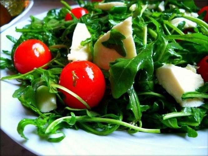 Peynirli kokteyl salatası