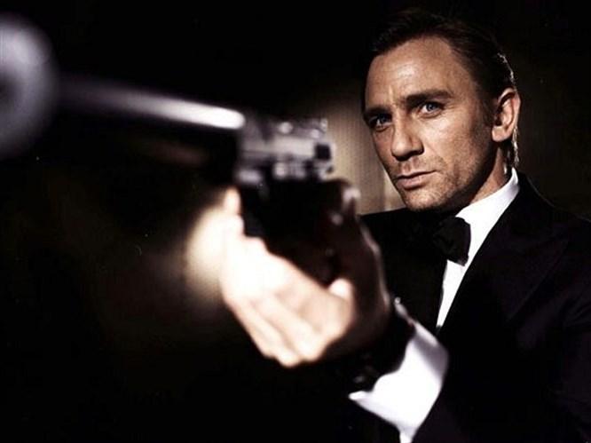 James Bond hayranına saldırdı