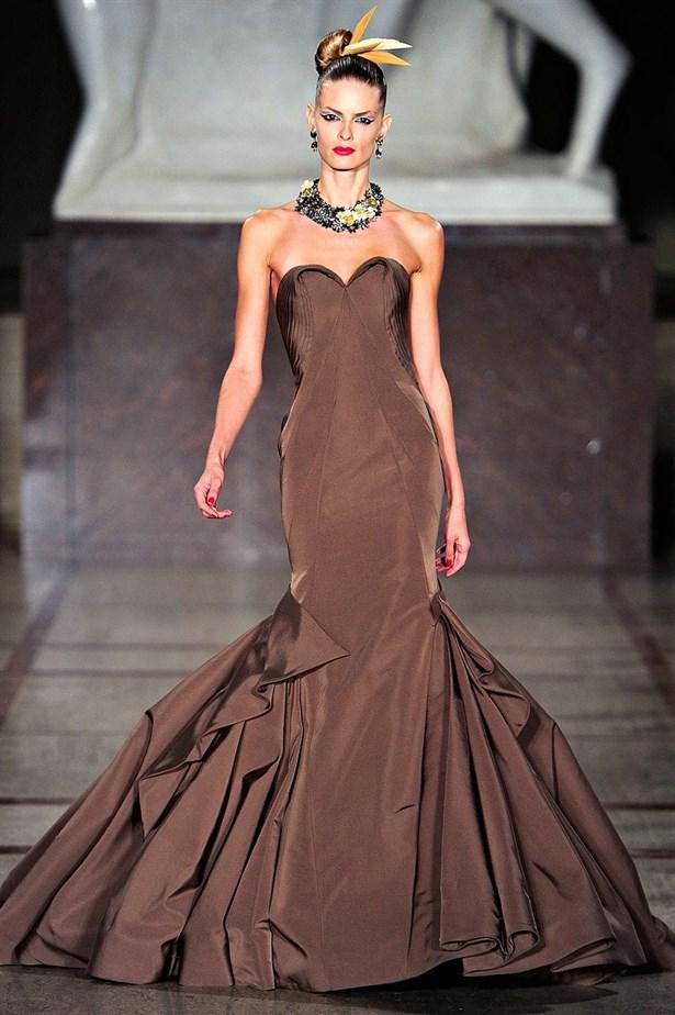 kahverengi elbise be015f0a ef26 408b 9ebc 46133181462e 1 - Sade ��kl�k: Kahverengi Elbiseler!
