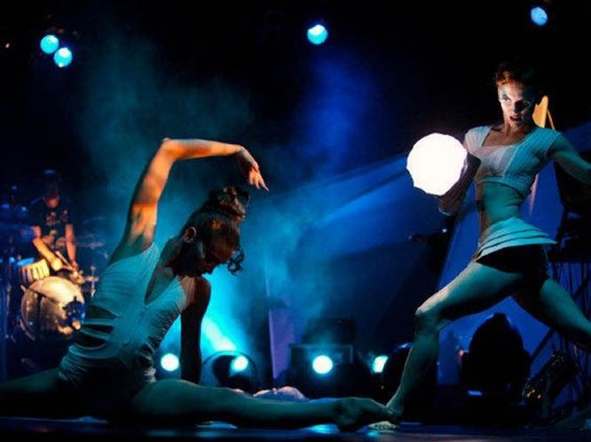 Işıkla dans eden harika grup!