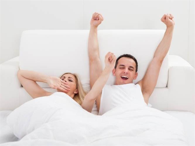 Kadınlar ve Erkekler Yataktan Nasıl Kalkar?