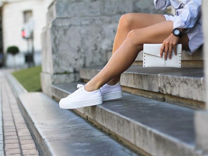 Beyaz Spor Ayakkabı Kombinleri