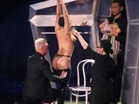 Lady Gaga İstanbul Konserinde Soyundu!