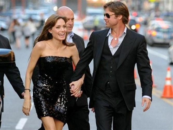 Angelina mum gibi eriyor!