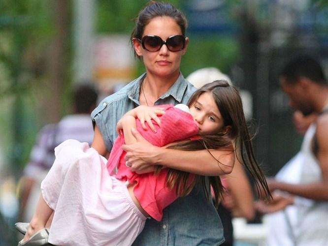 Katie Holmes ve kızı Suri trafik kazası geçirdi