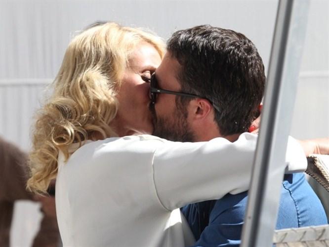 Lady Gaga'yı kızdıran öpüşme