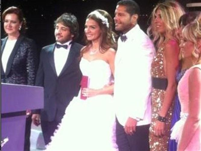 Ebru Akel evlendi!