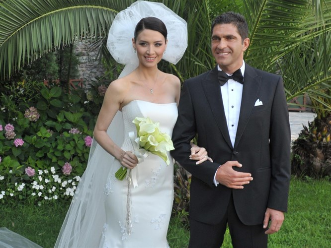 Nefise Karatay evlendi
