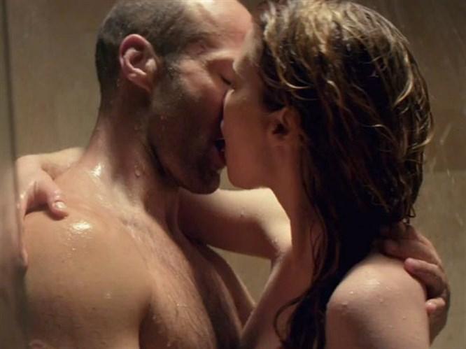 Duştaki seks sahnesi basına sızdı