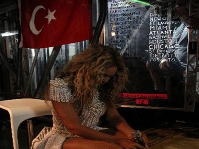 Dünya starının kulisinde Türk Bayrağı