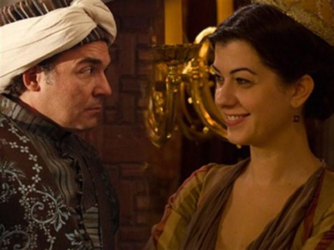 Gül Ağa Nigar Kalfa'yı öptü!