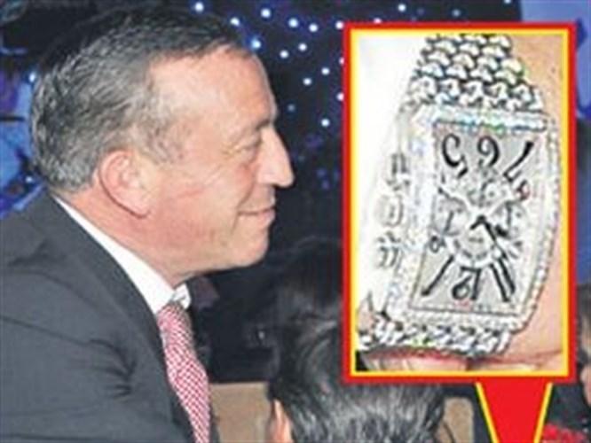 Ali Ağaoğlu kollarını sıvadı, saatiyle şovunu yaptı!