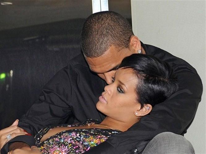 Rihanna gözyaşlarına boğuldu