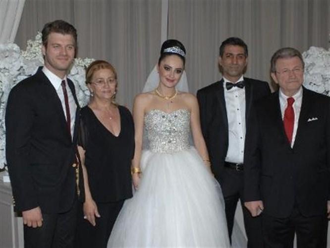 Kıvanç'ın abisi evlendi!