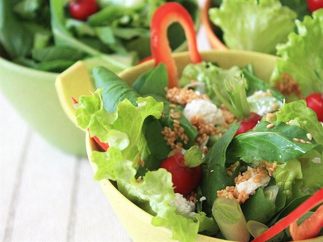 Tulum peynirli akdeniz salatası