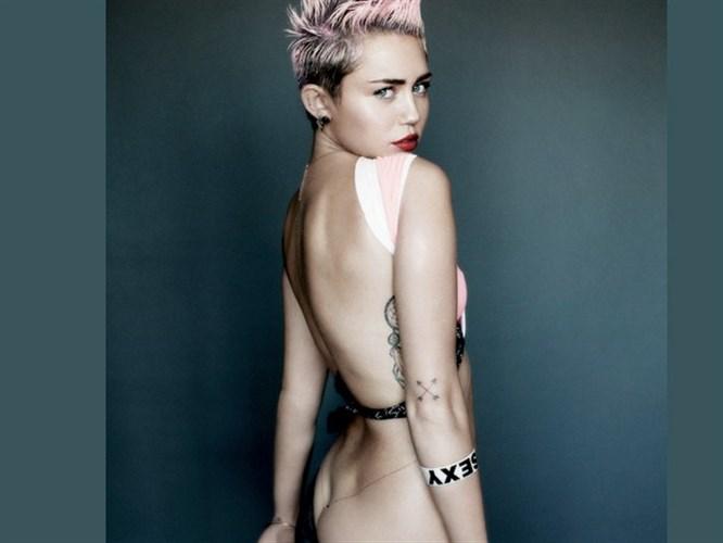Miley'den kışkırtcı pozlar