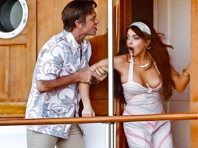 Lindsay Lohan elbise kurbanı