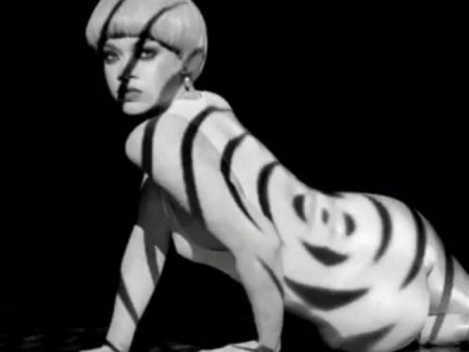 Siyah beyaz Rihanna