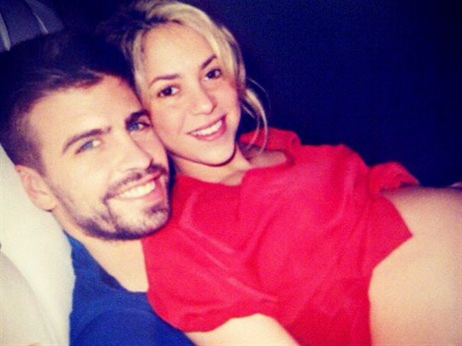 Shakira'nın karnı burnunda