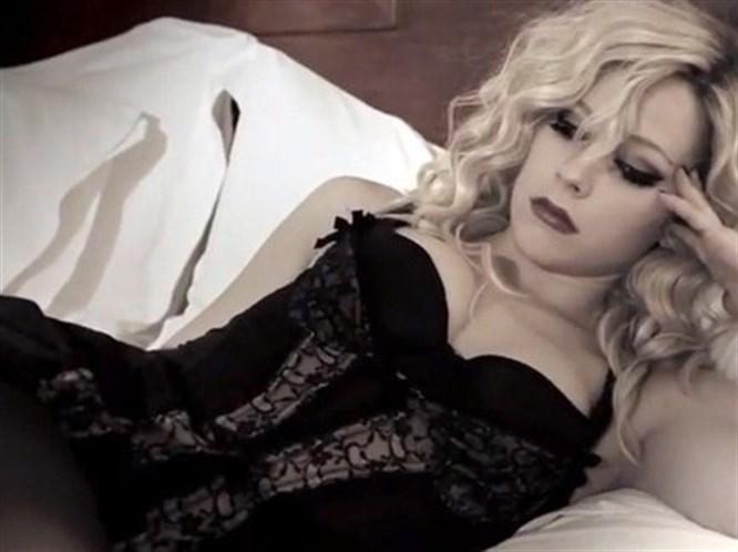 Avril Lavigne hayranlarını şaşırttı!