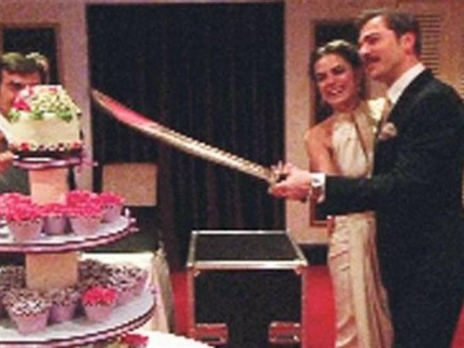 Özge ile Engin Altan nişanlandı!