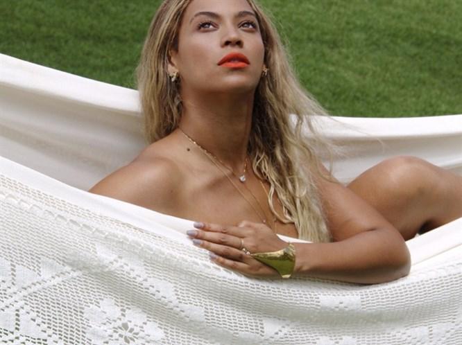 Beyonce'den çıplak poz