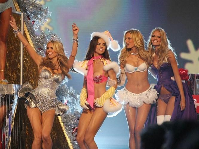 Victoria Secret meleklerinden moda show