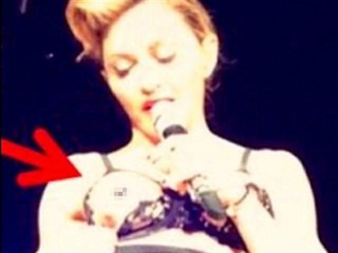 Madonna'nın göğsünü açması kasıtlı (VİDEO)