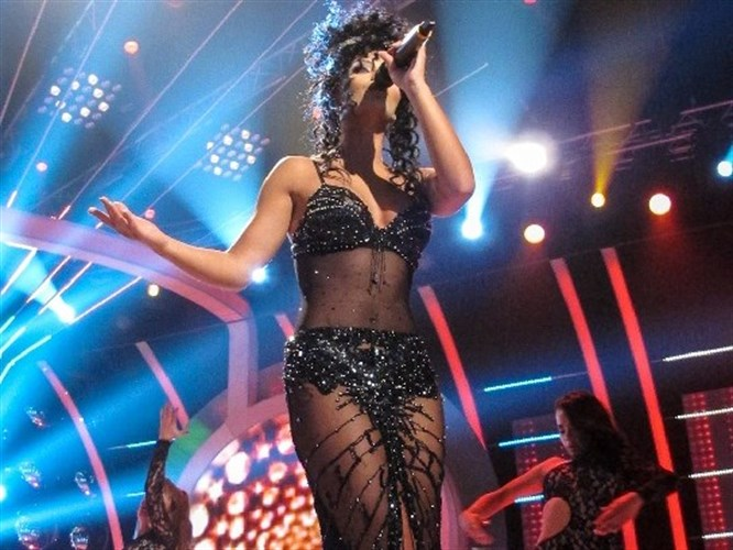 Kendi Cher taklidi ile büyüleyecek!