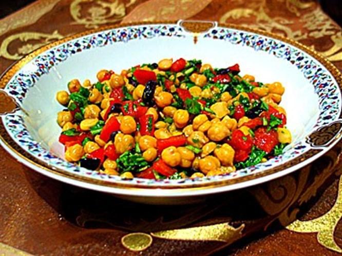 Renkli nohut salatası