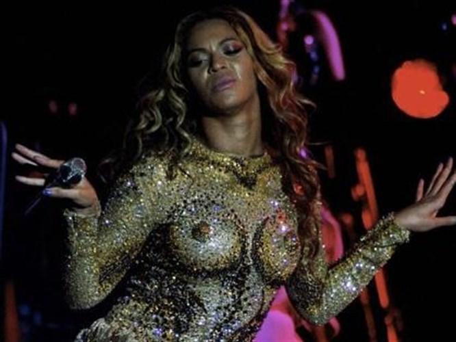 Beyonce öyle bir elbise giydi ki!