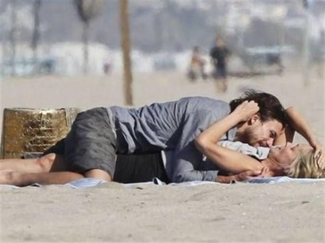 Sharon Stone plajda fena yakalandı