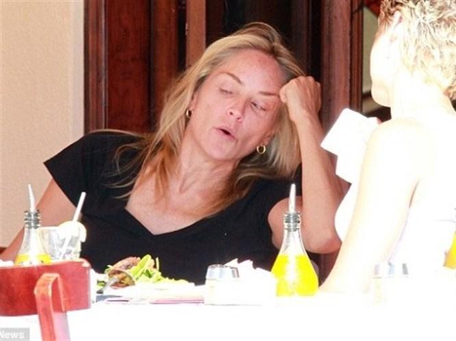 Sharon Stone makyajsız yakalandı!